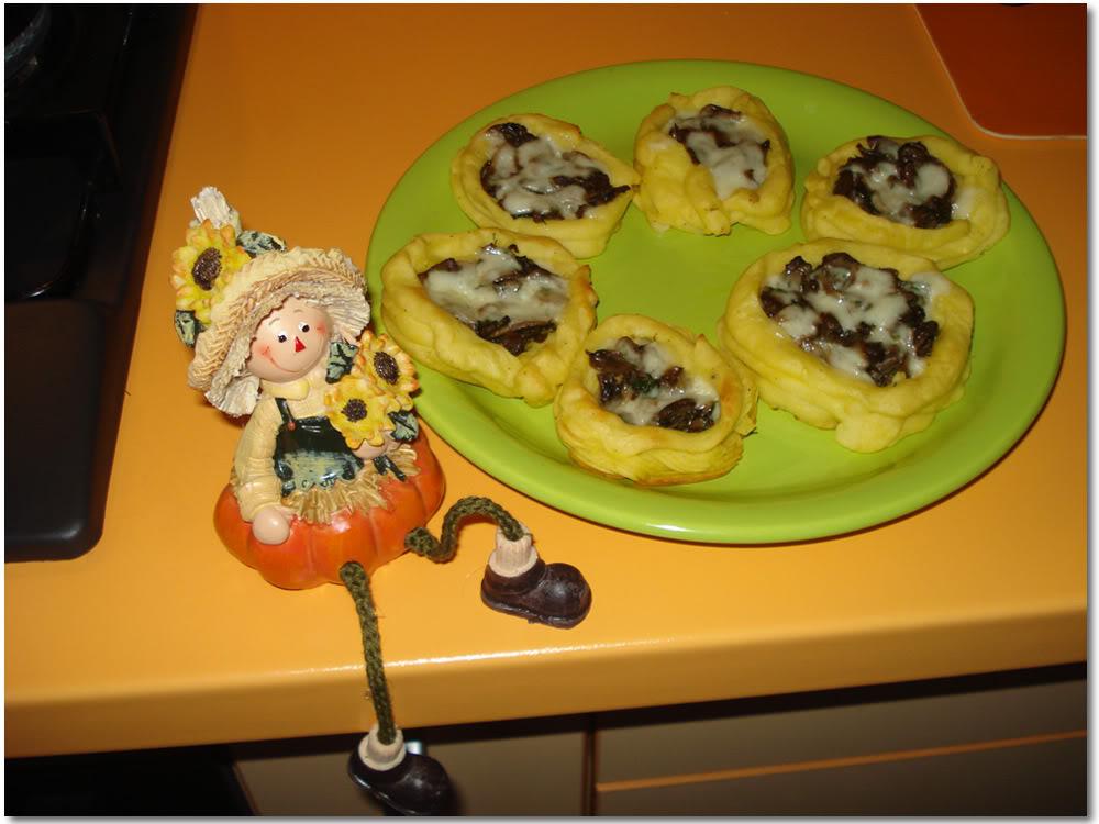 Cosulete din spuma de cartofi cu ciupercute – Reteta incercata de Zizi